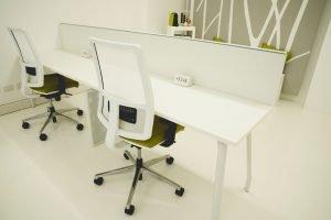 Shibumi spazio coworking | ampie scrivanie, comode sedute