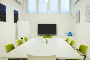 Servizi coworking | La nostra sala riunioni può accogliere fino a 10 persone. Silenziosa, luminosa e dotata di ogni confort